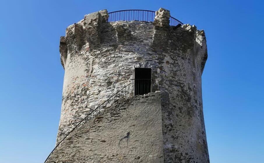 la torre aragonese (foto l unione sarda pala)