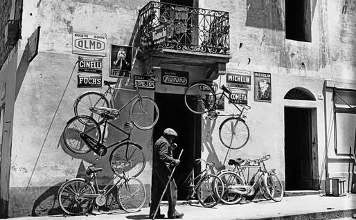 Negozio di biciclette a Olbia (foto della mostra di Suschitsky)