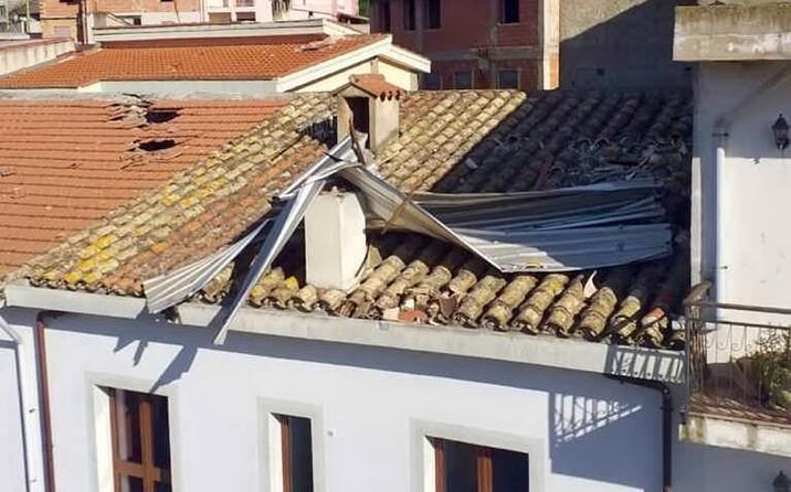 villaputzu tetto scoperchiato e danni agli edifici vicini