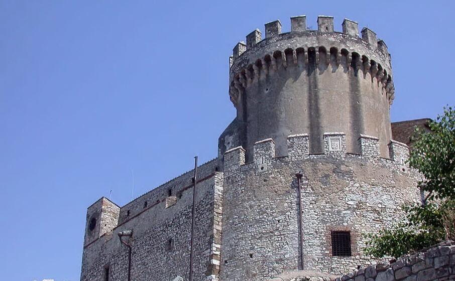 il castello di nerola (wikipedia)