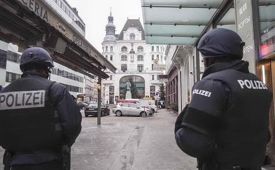 la polizia austriaca (archivio l unione sarda)