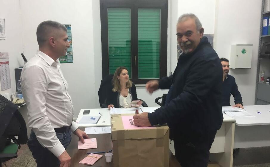 il seggio elettorale allestito a oristano (foto elia sanna)