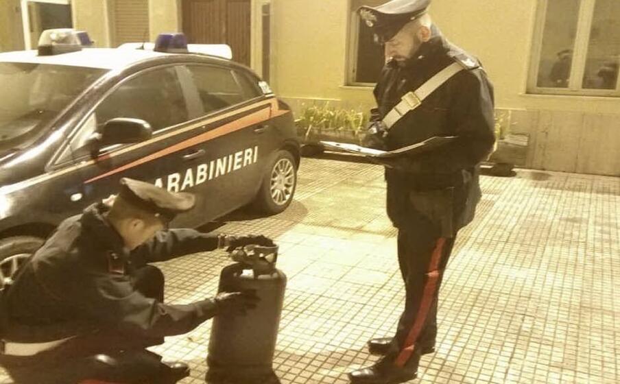 la bombola (foto carabinieri)