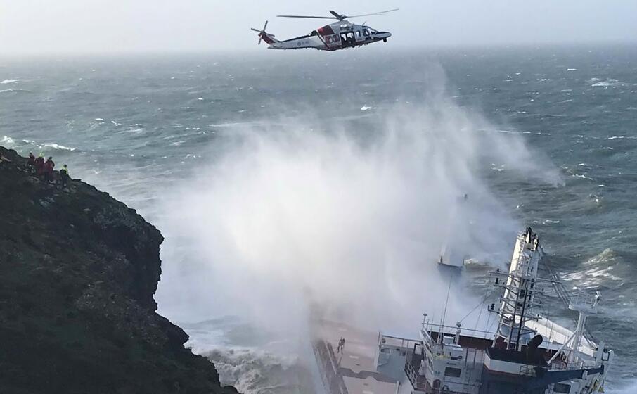 l elicottero della guardia costiera (foto l unione sarda murru)
