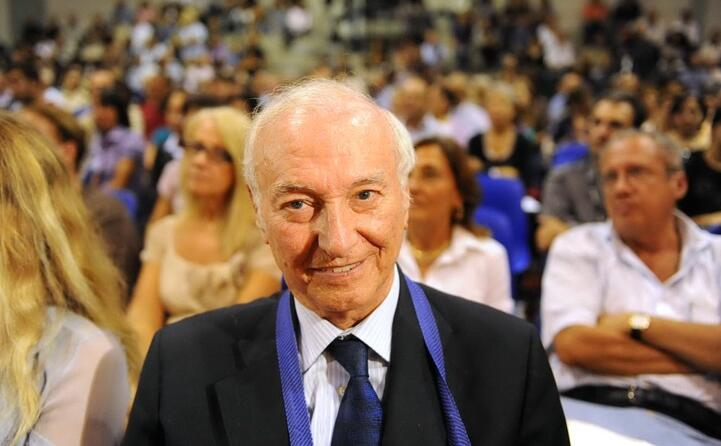 nel 2010 ha vinto il premio speciale della giuria del premio letterario giuseppe dess