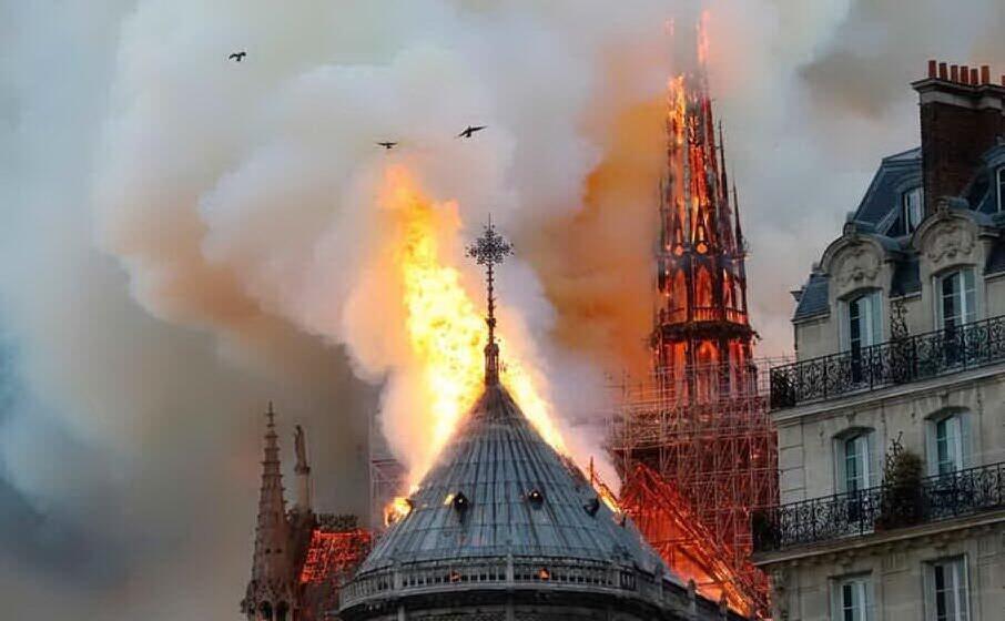 Natale: Notre Dame al buio per la prima volta in 200 anni