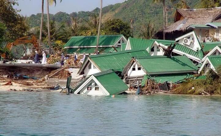 case travolte dalla potenza del mare