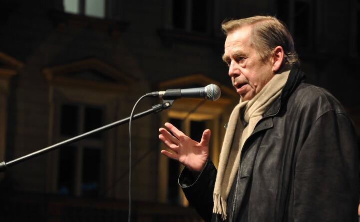 poi diventa dal 1993 al 2003 presidente della neonata repubblica ceca