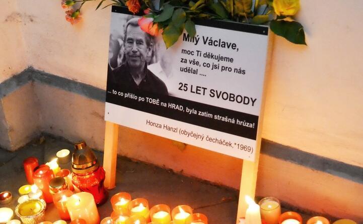 quando morto nel 2011 si sono tenuti tre giorni di lutto nazionale in repubblica ceca e uno in slovacchia