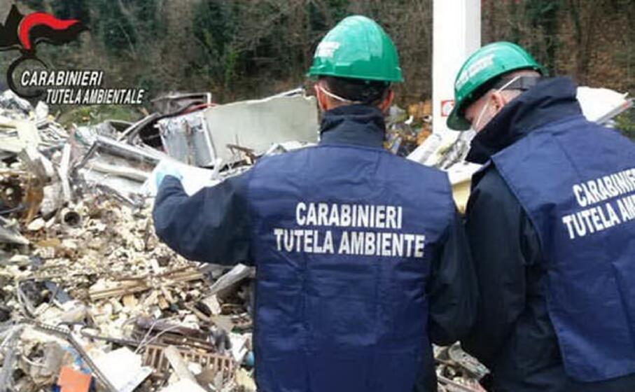 la discarica a costa paradiso (foto carabinieri)