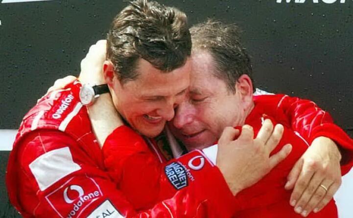 schumacher e jean todt dopo il trionfo al mondiale nel 2002 (archivio l unione sarda)