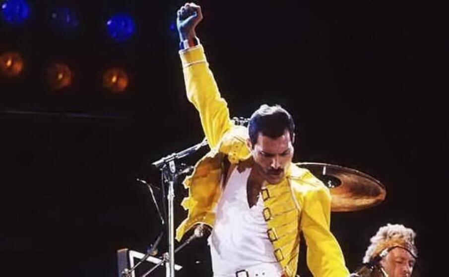 Freddie Mercury da 28 anni consegna doni agli amici