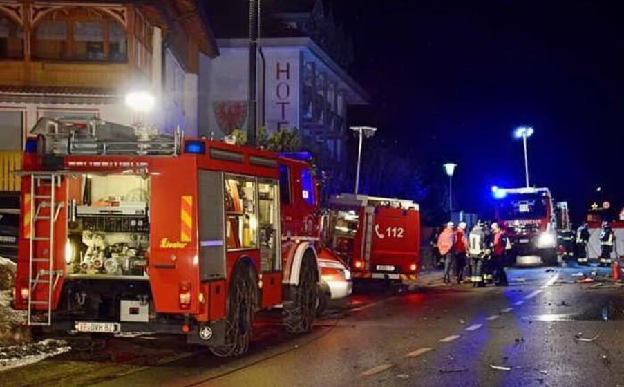 Auto travolge un gruppo di pedoni: sei morti e undici feriti