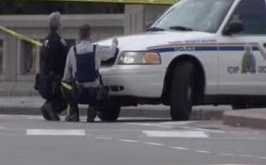 Canada, sparatoria a Ottawa, media: