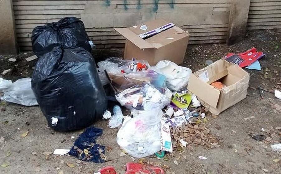 cumuli di spazzatura in via monferrato a cagliari