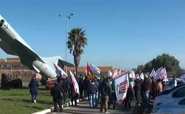 la manifestazione alla base di decimomannu (foto frame videolina)