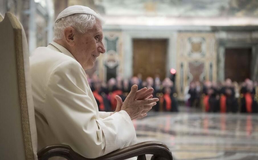 Celibato sacerdoti, libro uscito in Francia con Benedetto XVI coautore