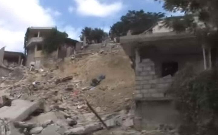 un abitazione abbattuta dal terremoto