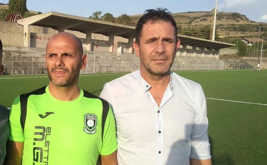 a sinistra l allenatore del thiesi giammario rassu a destra il direttore sportivo marco marras (l unione sarda foto tellini)