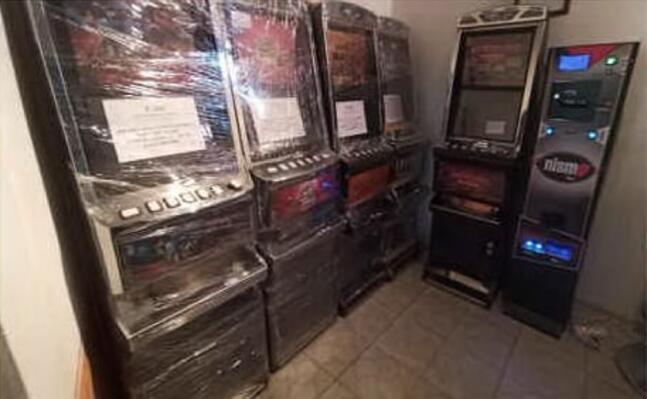 gli apparecchi posti sotto sequestro (foto agenzia dogane e monopoli)