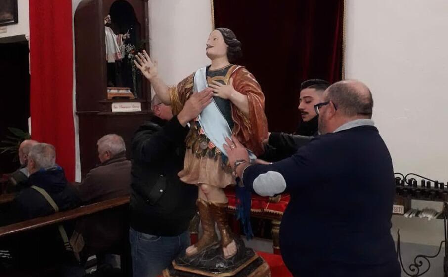 il momento della vestizione (foto giorgia daga)