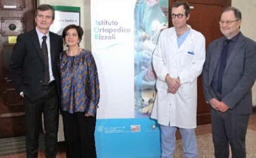 Da sinistra, l'ingegner Leardini, il direttore sanitario Maurizia Rolli, il professor Faldini e il dg Mario Cavalli (foto Istituto Rizzoli)