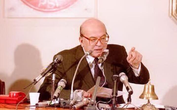 in parlamento dagli anni sessanta stato anche ministro e negli anni ottanta presidente del consiglio