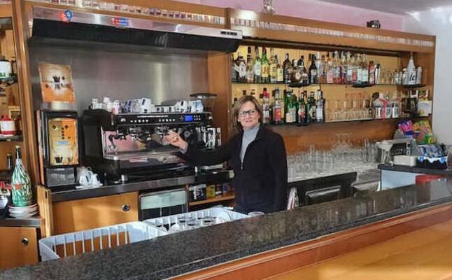 maria bonaria porcu nel suo bar (foto s pinna)