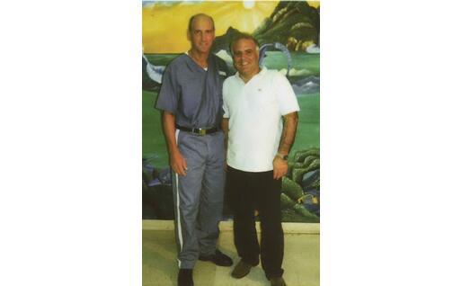 Roberto Fodde (a destra) insieme a Chico Forti (foto inviata dall'intervistato)