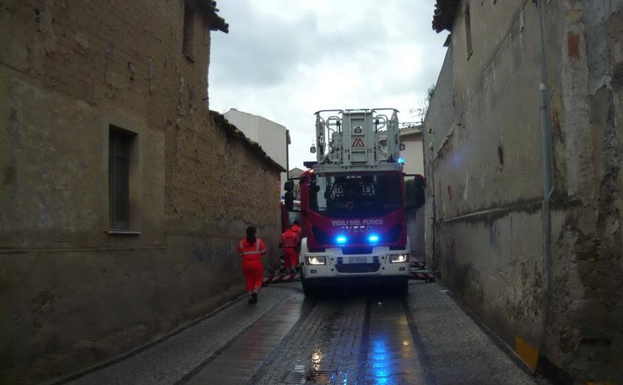 Sinnai, si guasta la stufetta: incendio in un'abitazione tra via Bonarba e via Segni, paura per una donna
