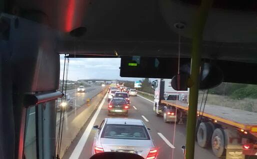 Il blocco alla Scafa causa code chilometriche (foto L'Unione Sarda)