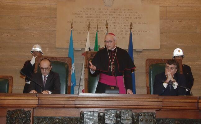 l arcivescono in consiglio comunale (foto ufficio stampa)