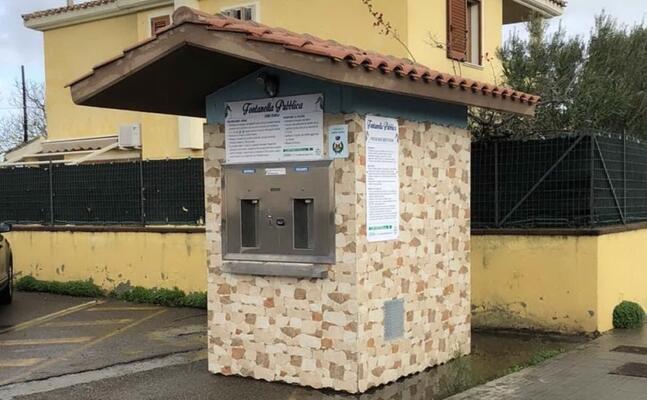 la casetta dell acqua installata a capoterra simile a quella che verr posizionata domani a poggio dei pini (foto ivan murgana)