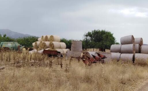 Le rotoballe (foto L'Unione Sarda - Cazzaniga)