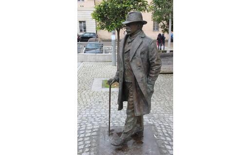 La statua dedicata a Sassari a Enrico Costa