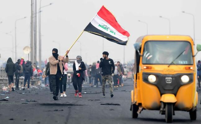 manifestanti a baghdad (ansa)