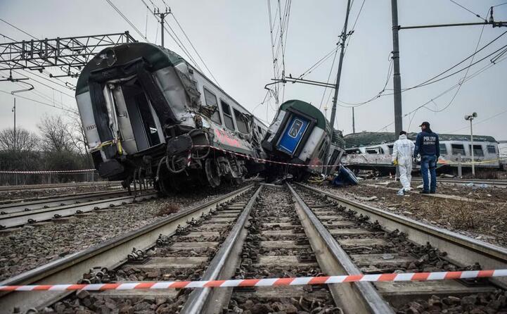 accaddeoggi 25 gennaio 2018 treno deraglia nel milanese tre i morti