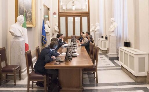 La sala dei Busti a Montecitorio, sede dei colloqui del presidente incaricato (Ansa)