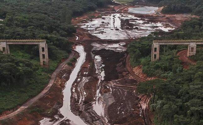 il crollo della diga di brumadinho (ansa)
