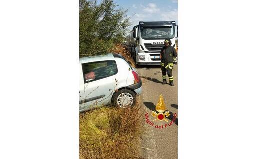 Un'altra immagine dal luogo dell'incidente (foto vigili del fuoco)