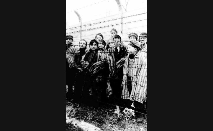un gruppo di prigionieri