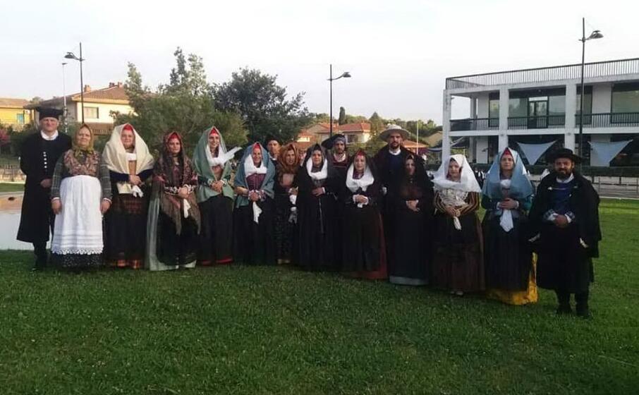 il gruppo folk sant andrea di gonnesa (l unione sarda pani)