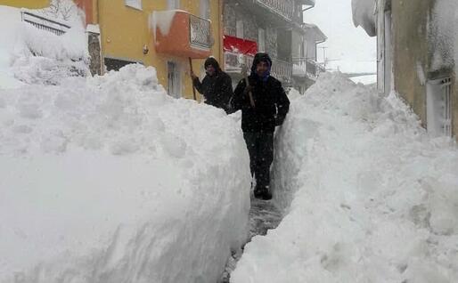 La neve a Fonni: il paese è isolato