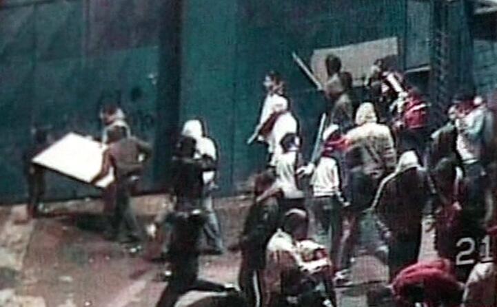 gli scontri sono scoppiati fuori dallo stadio