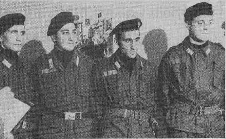 i carabinieri che lo hanno liberato (tutte le foto sono us)