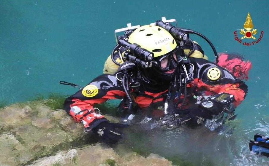 un sommozzatore (foto vigili del fuoco)