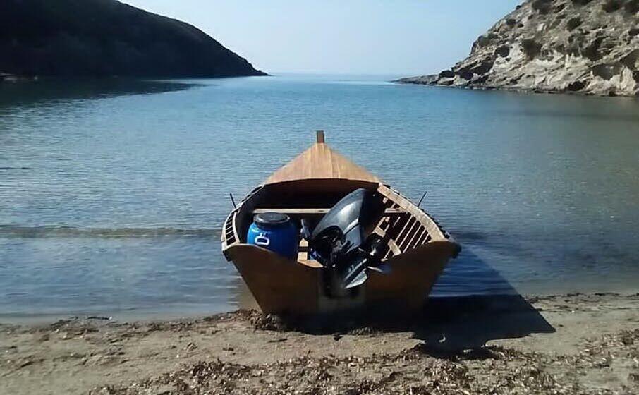 un barchino sulle coste del sulcis (archivio l unione sarda)