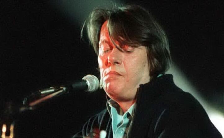 accaddeoggi il 18 febbraio 1940 nasce il cantante e poeta fabrizio de andr
