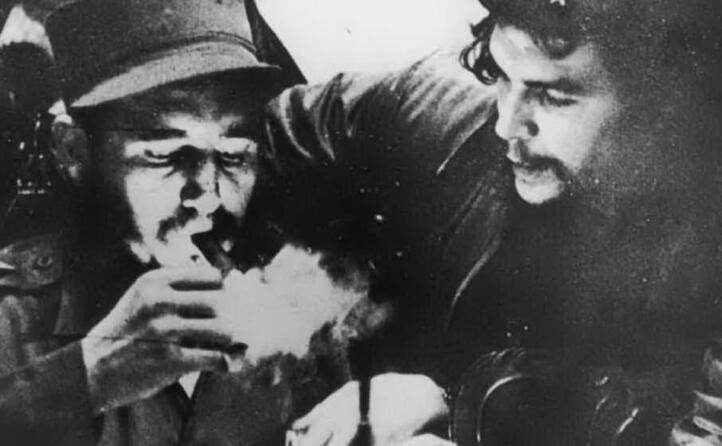 il 2 dicembre del 1956 che guevara e fidel castro sbarcano a cuba
