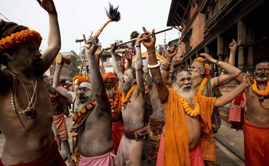 tra danze e colori a dominare l aranciane colore tradizionale e sacro